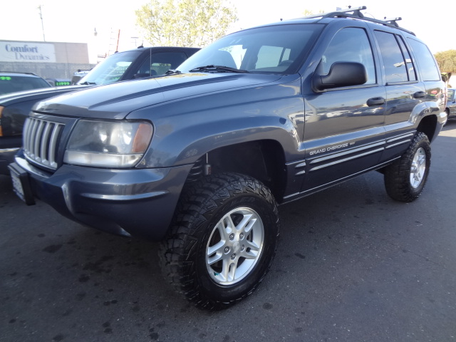 Bay City Motors 2004 Jeep Grand Cherokee Limited Lifted 4wd